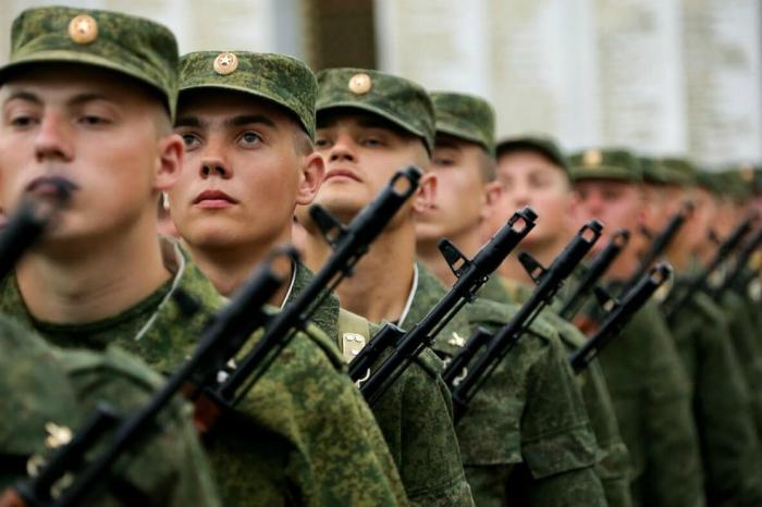 do-skolko-let-zabirayut-v-armiyu-prizyvnoj-vozrast-v-rossii